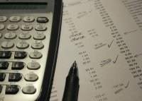 kalkulator, księgowość, dokumenty